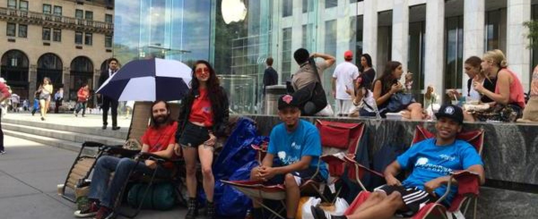 Was the Latest iPhone REALLY Worth Queuing For?