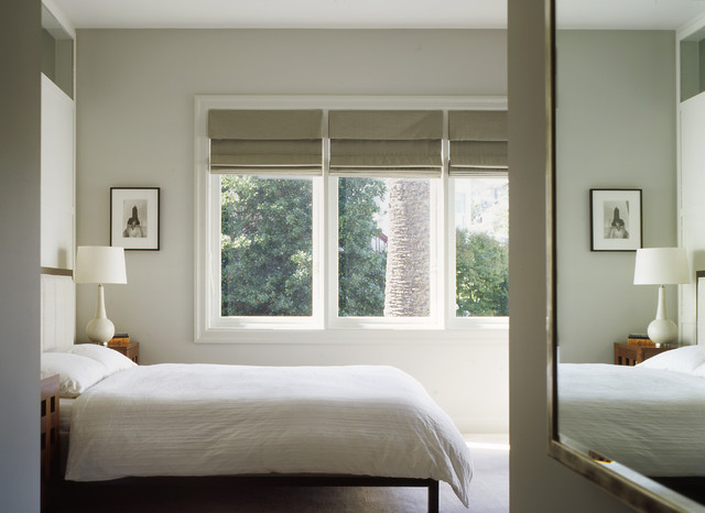 Bright-Bedroom-Interior-Design-with-White-Contemporary-Lamp-Shades-on-Wooden-Side-Table-near-the-White-Framed-Window